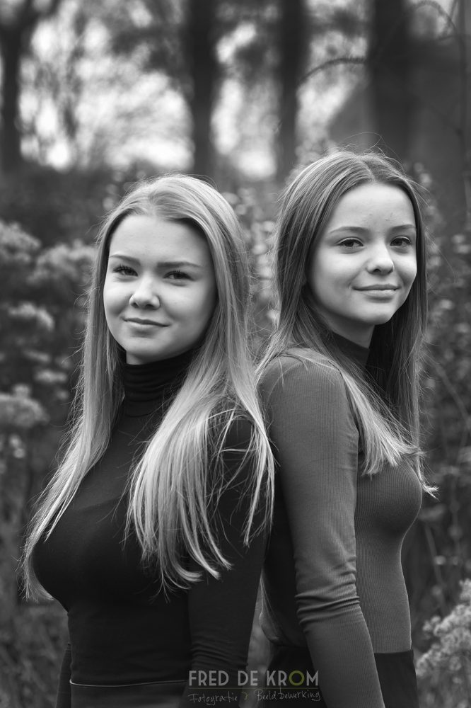 Vriendinnen fotoshoot zwart wit fotoreportage Geldrop Waalre Eindhoven Veldhoven Valkenswaard