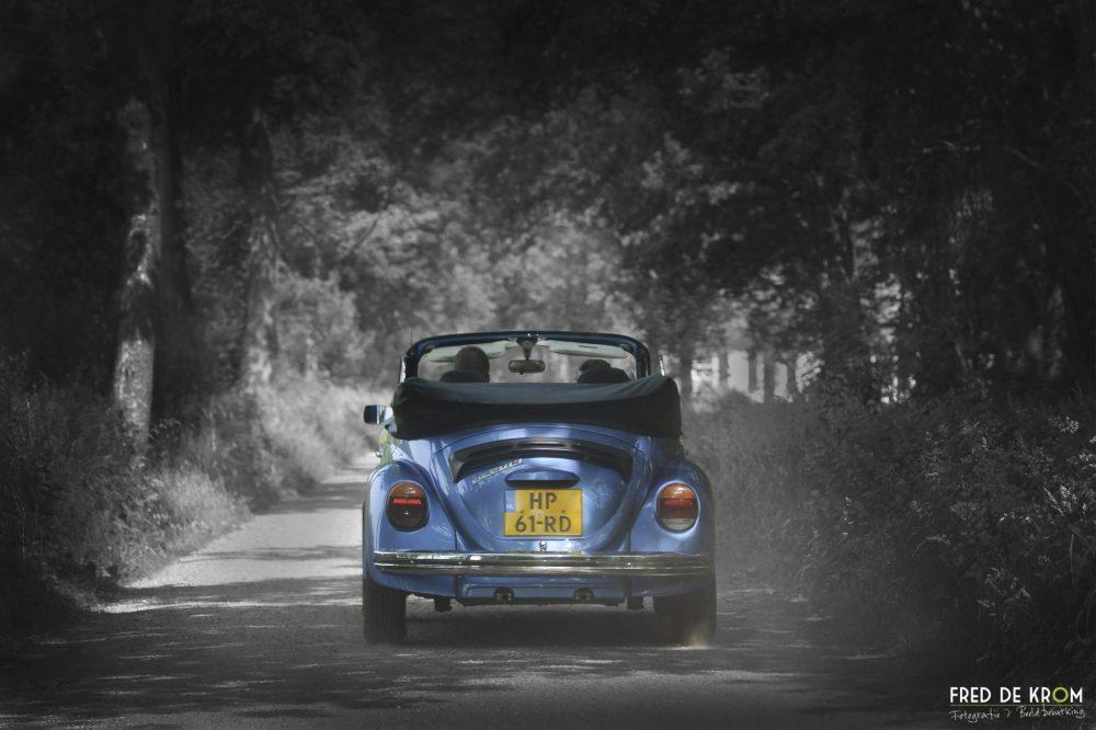 VW kever cabrio tijdens bruidsreportage fotoreportage bruidsreportage bruidsfotografie bruidspaar Lilian en Stephan Eindhoven Valkenswaard Waalre Geldrop Heeze Fred de Krom Fotografie en beeldbewerking fotograaf