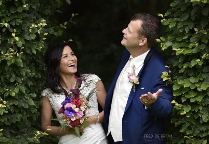 Bruidsboeket met ringen_fotoreportage bruidsreportage bruidsfotografie bruidspaar_Tina en Jaap Theo Eindhoven Valkenswaard Waalre Veldhoven Geldrop Fred de Krom Fotografie en beeldbewerking fotograaf