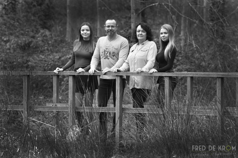 Familiefotografie familiefotograaf familiefoto zwart wit fotoreportage Fred de Krom Fotografie & Beeldbewerking geldrop waalre eindhoven veldhoven valkenswaard