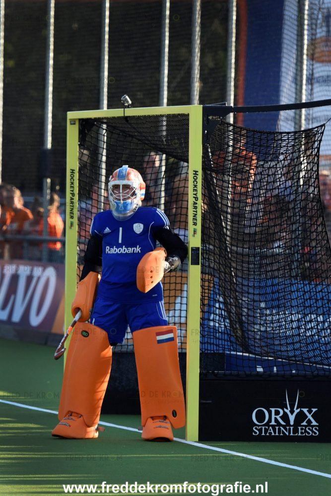Hockeywedstrijd Interland Nederland Spanje, keepster in goal.