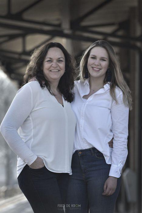 moeder en dochter fotografie op station Geldrop