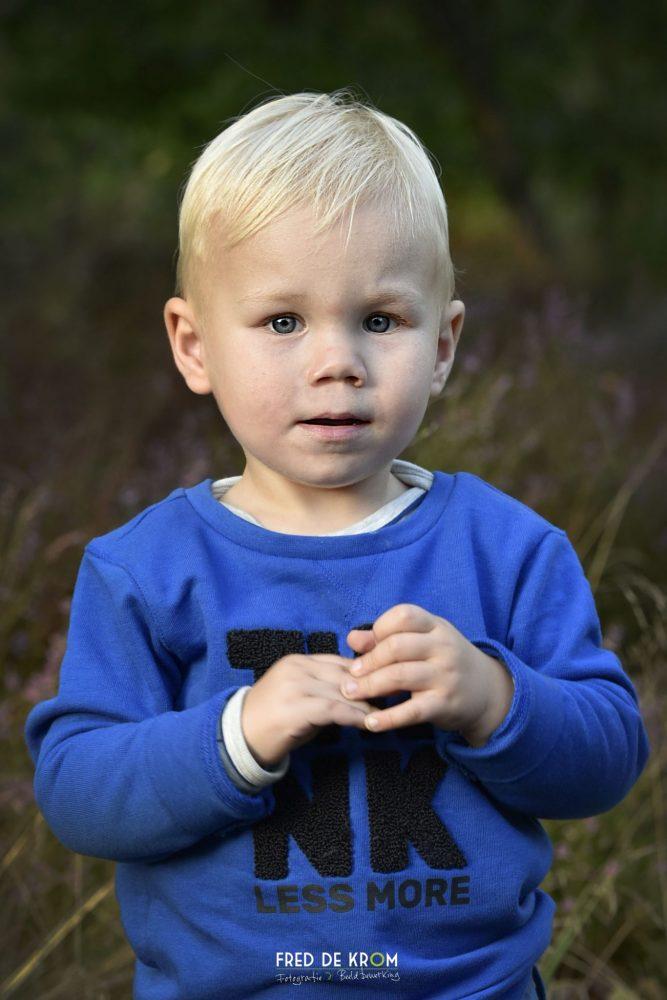 Kind in het bos in Oirschot_kleurenfoto