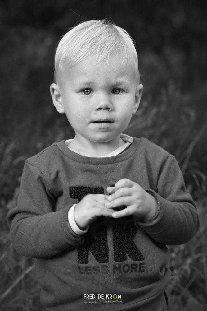 portretfotografie van kind_zwart wit foto_kinderfotografie