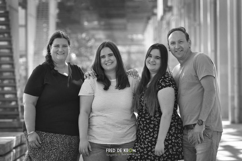 spontane familie fotoshoot op Strijp S Eindhoven ook in zwart wit